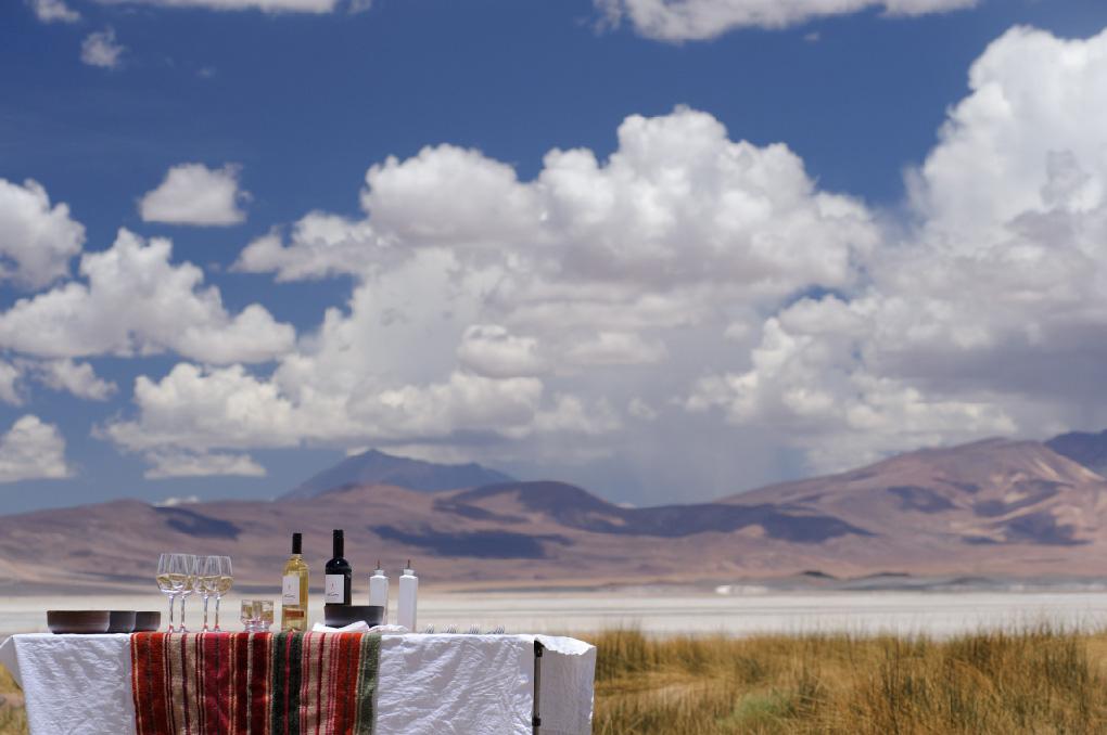 Wijnproeven in Chili met uitzicht op de Atacama woestijn
