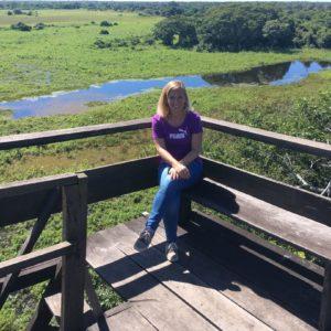 Nicole bij de uitkijktoren van de Araras Lodge
