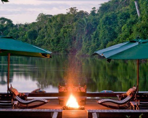 Knapperend Vuur In De Amazone Bij De Cristalino Lodge