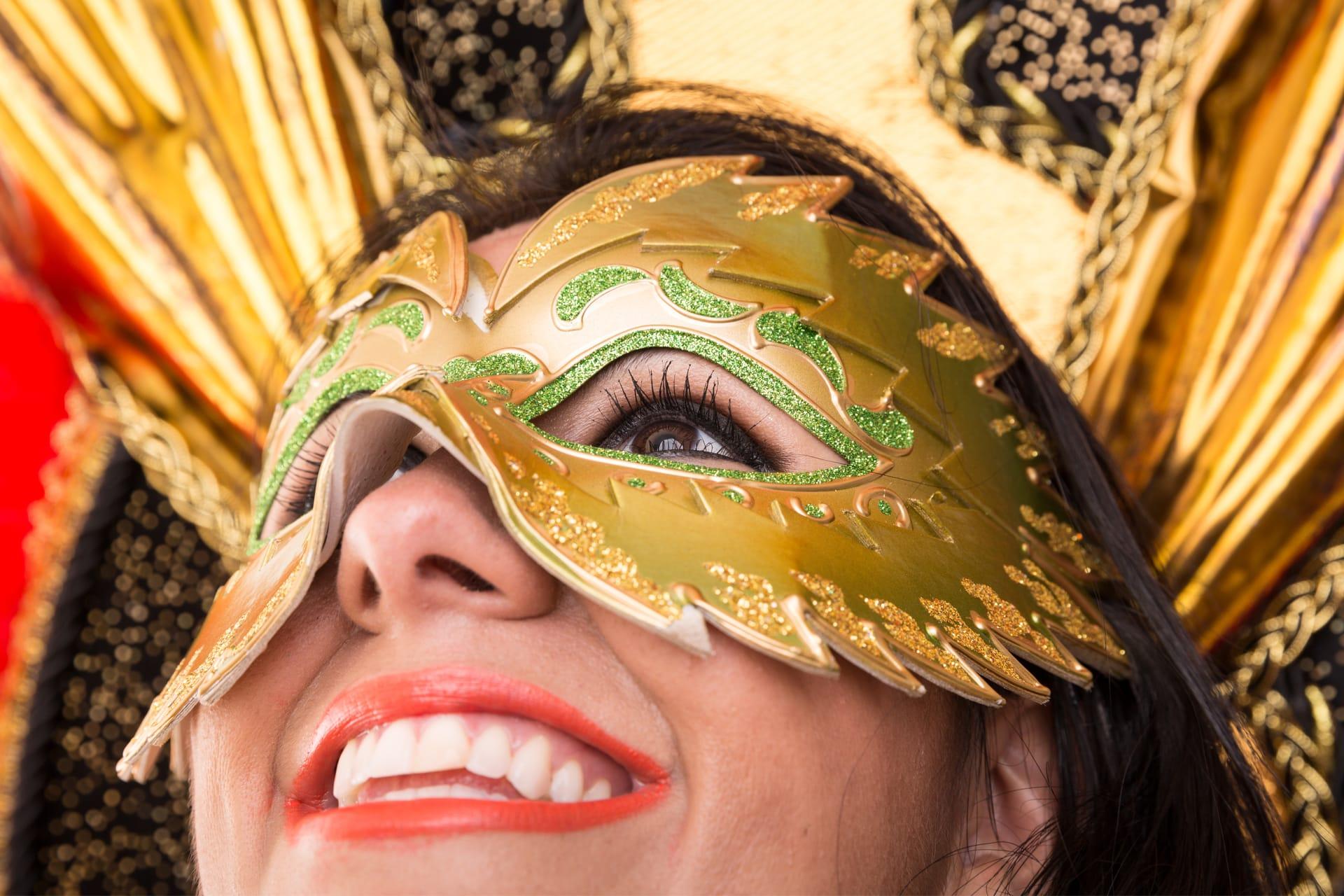 Lachende Vrouw Met Carnaval In Brazilie