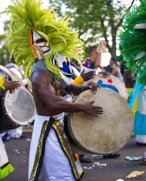 Braziliaans Muzikant Met Carnaval