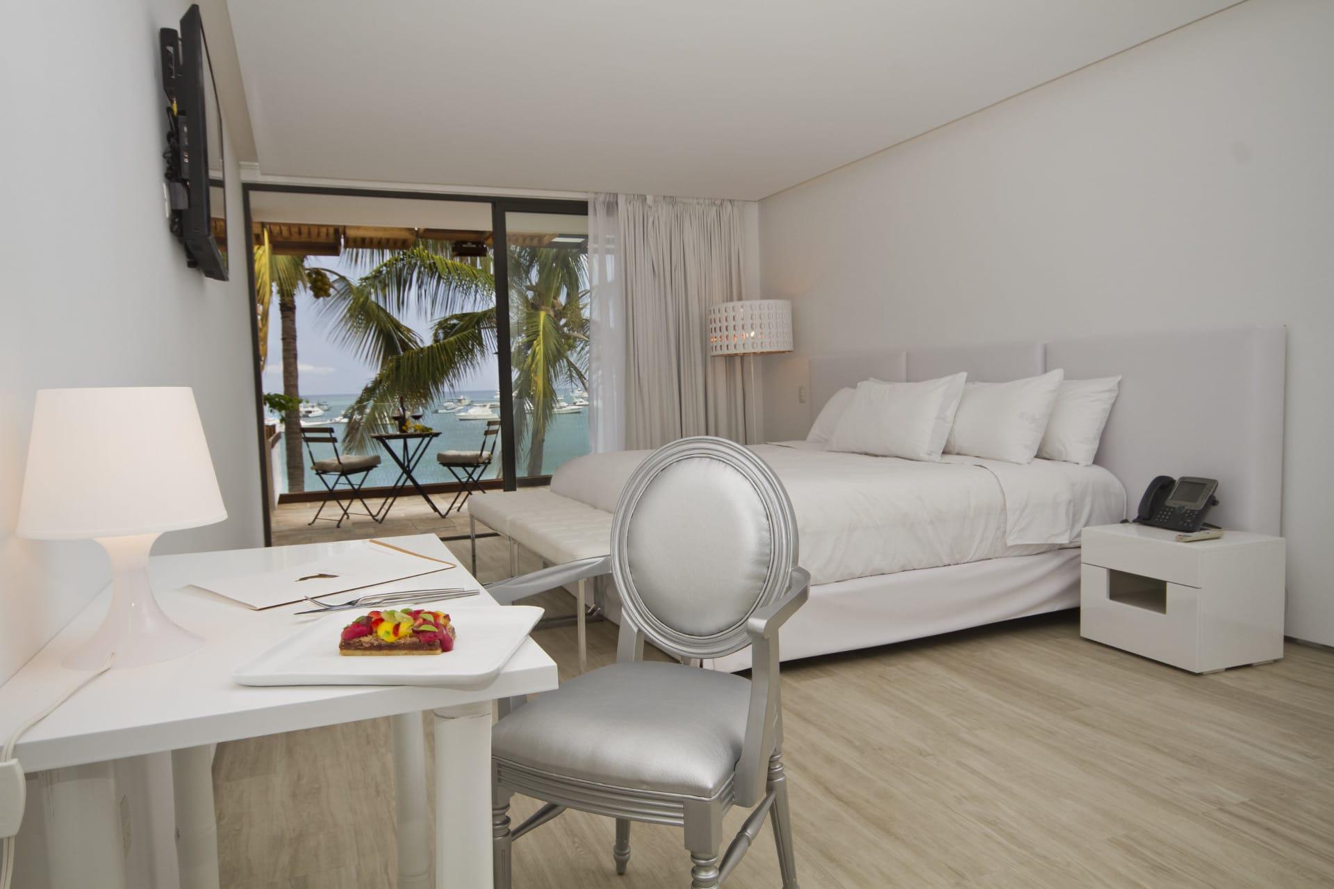 Suite Golden Bay Hotel