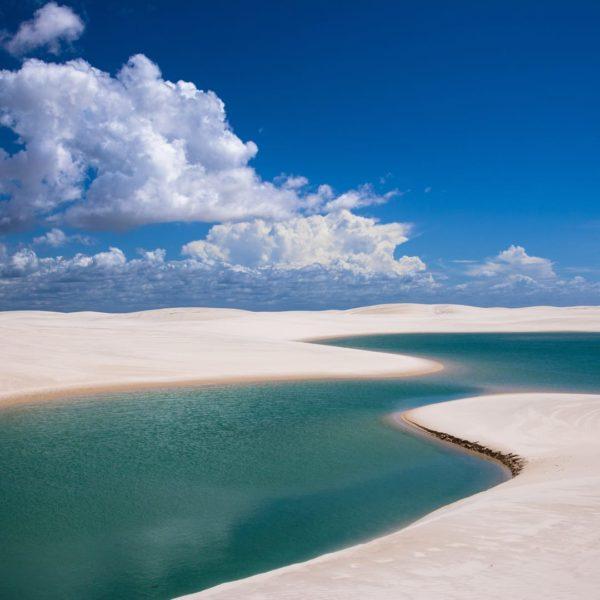 Blauwe Lagunes En Zandduinen In Noord Brazilië