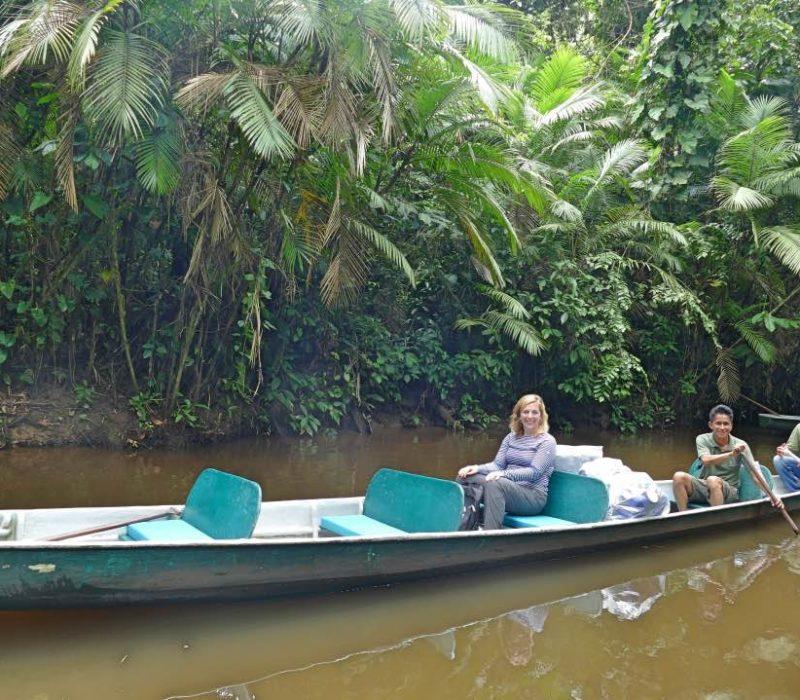 Peddelen In De Kano In De Amazone