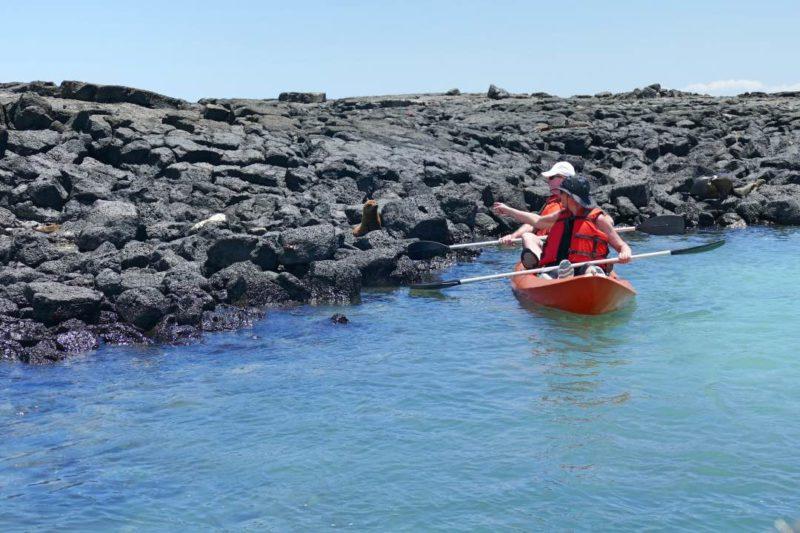 Kajakken Tijdens De Kleinschalige Galapagos Cruise