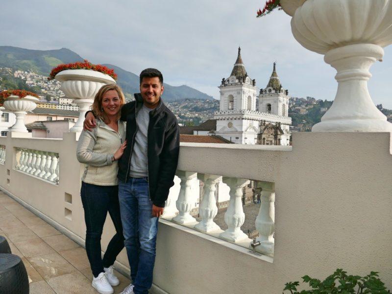 Nicole En Sergio Op Het Balkon Van Casa Gangotena