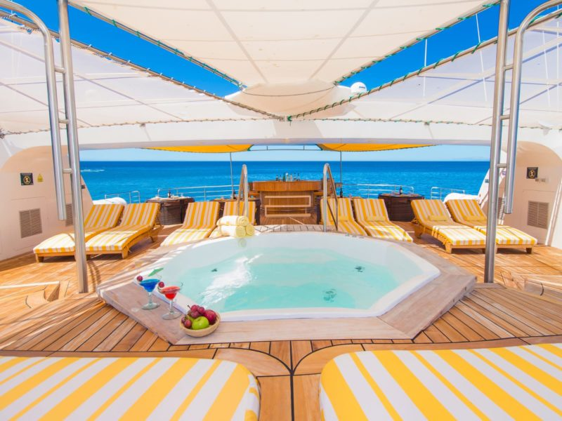 Luxe Cruise Petrel Jacuzzi
