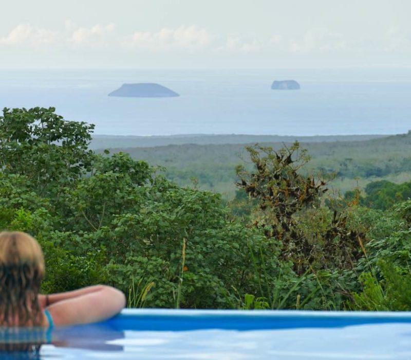 Uitzicht Vanuit Het Zwembad Bij Galapagos Safari Camp