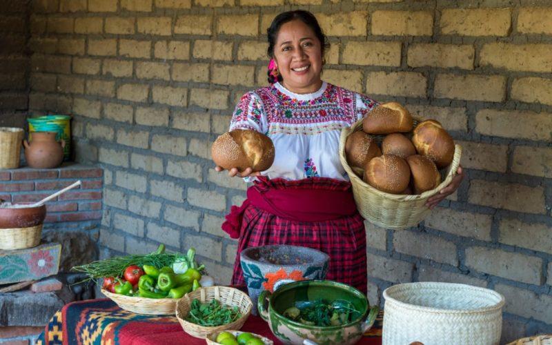 Mexicaanse Dame Op De Lokale Markt In Oaxaca