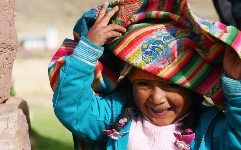 Lachend Peruaans Kindje