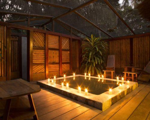 Sfeervolle Verlichting Bij Het Zwembad Van Inkaterra Reserva Amazonica