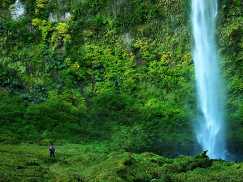 Waterval In Het Merengebied In Chili