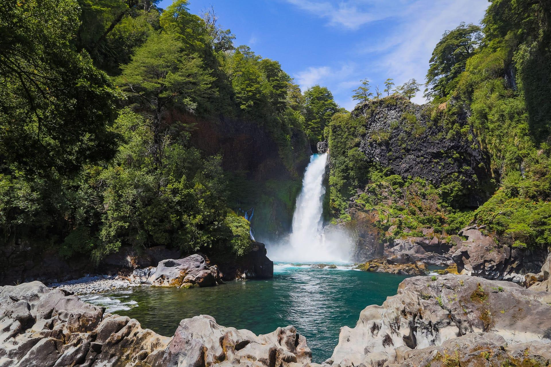 Watervallen En Groene Bossen In Het Merengebied Van Chili