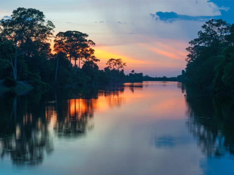 Zonsondergang In De Amazone Van Peru