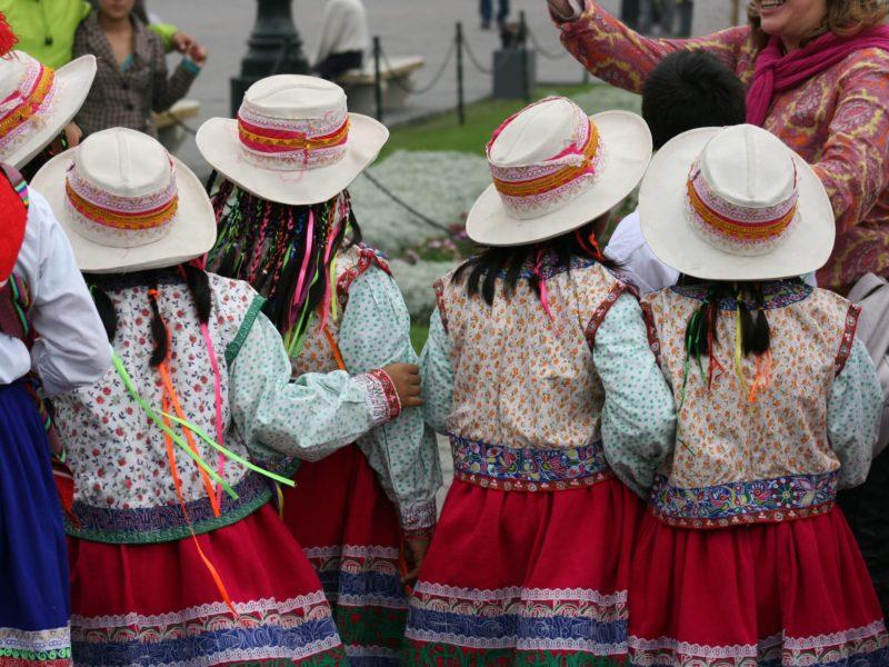 Peruaanse Kinderen In Traditionele Kleding