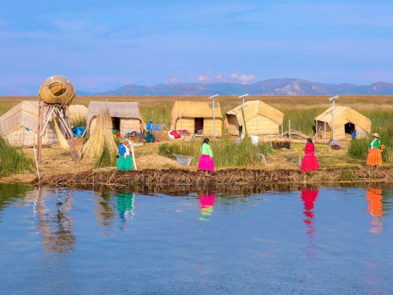 Uros De Drijvende Rieteilanden Op Het Titicacameer In Peru