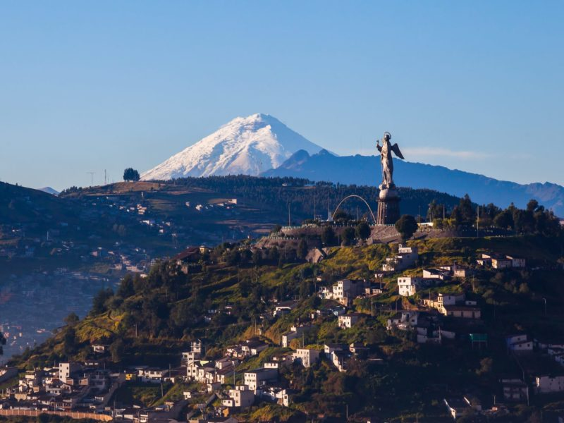 Quito La Virgen