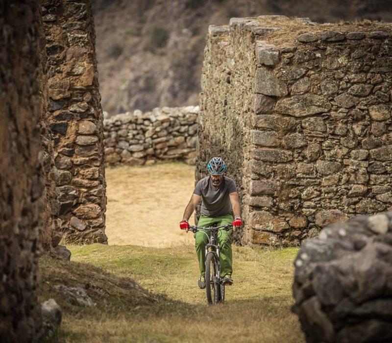 Fietsen Door De Inca Ruïnes In Peru