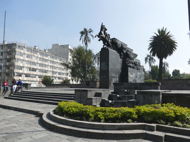 Quito_monument_Simon_Bolivar