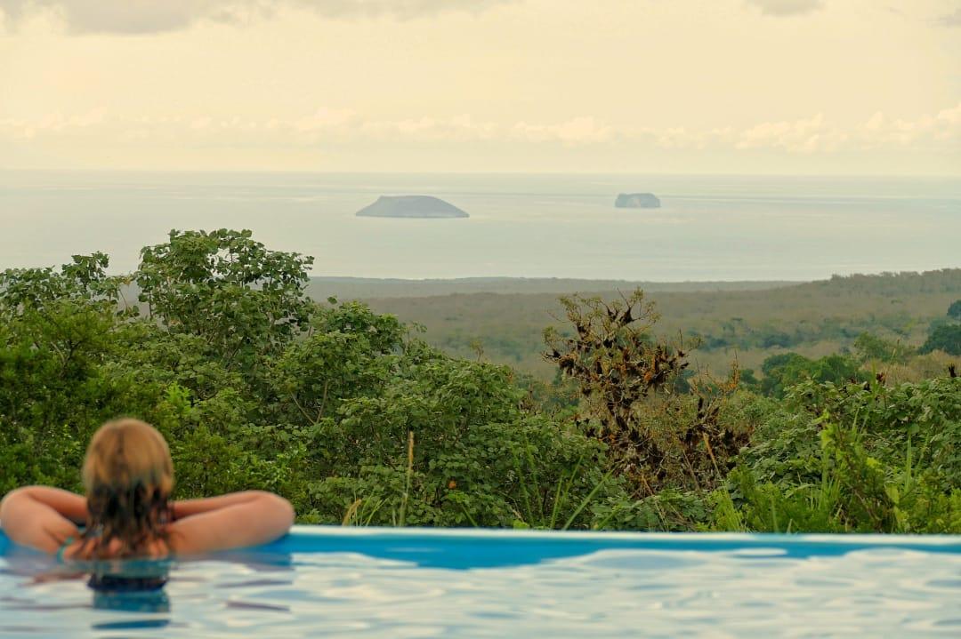 Galapagos safari camp uitzicht van het zwembad