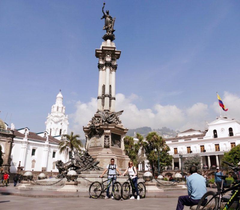 Fietsen In Quito En Stop Bij Plaza Grande