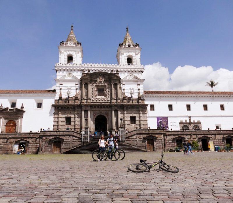Fietsen In Quito En Stop Bij Plaza San Francisco