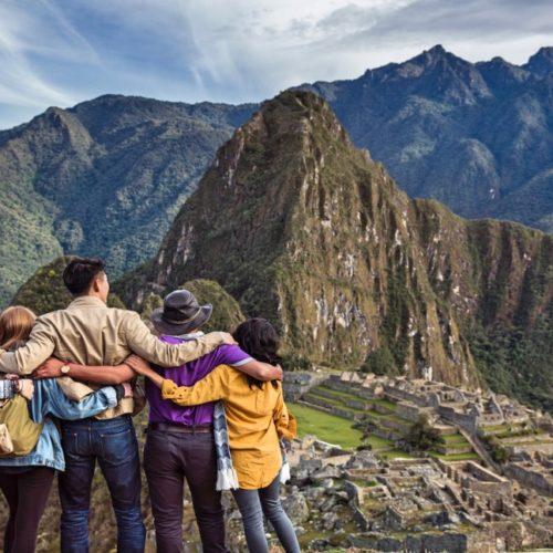 Samen Met De Familie Genieten Van De Machu Picchu In Peru