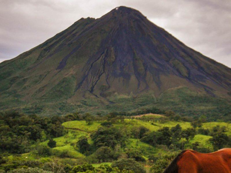 Arenal Vulkaan Met Paard