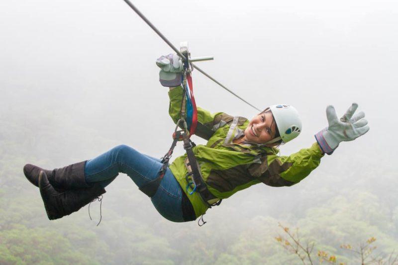Zipline Meisje In Monteverde Costa Rica