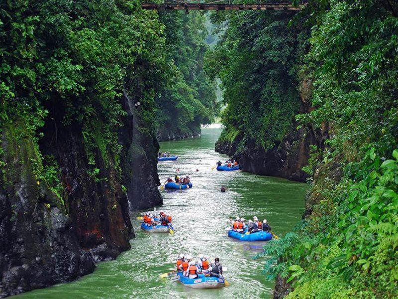 Raften Op De Pacuare Rivier In Costa Rica