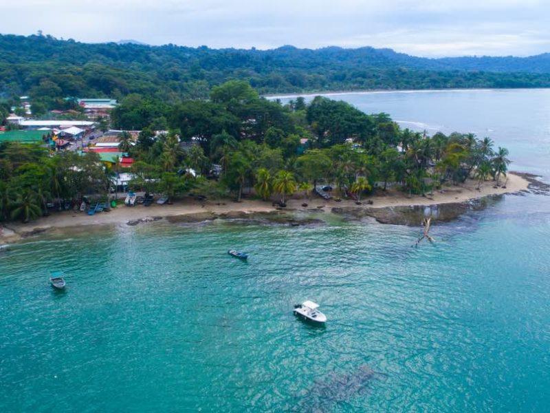 Blauwe Zee En Regenwoud Bij Puerto Viejo De Talamanca