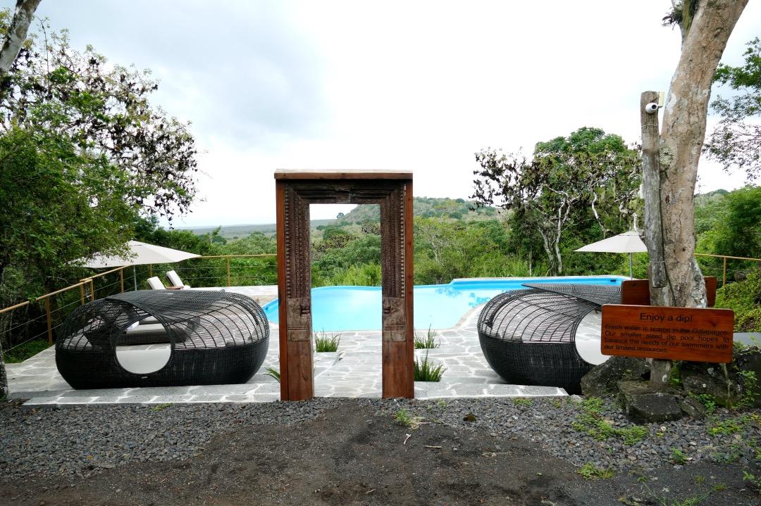 Galapagos Safari Camp zwembad met uitzicht